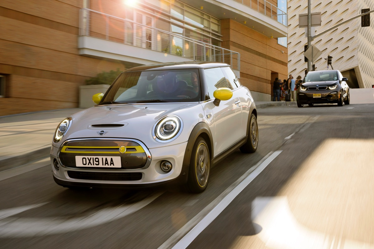 The new electrically powered MINI Cooper SE
